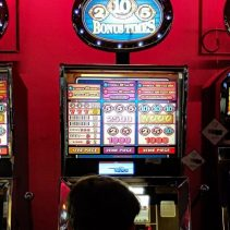 Do casinos cheat with slot machines?